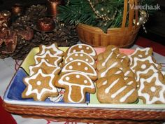 Medovníky (fotorecept) - recept | Varecha.sk Healthy Recipes, Healthy Foods, Gingerbread Cookies, Desserts, Basket, Health Foods, Tailgate Desserts, Ginger Cookies, Postres