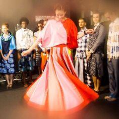 """Carnaval fashion: @fragaRonaldo organiza hoje um carnaval de rua no quarteirão de seu novo espaço em Belo Horizonte o @grandehotelronaldofraga. No chamado """"O Fabuloso Carnaval do Grande Hotel Ronaldo Fraga"""" o estilista apresenta músicos da velha guarda tocando marchinhas xotes e maxixes. (Via @ACRalston com foto @toscanhoto) #ronaldofraga  via VOGUE BRASIL MAGAZINE OFFICIAL INSTAGRAM - Fashion Campaigns  Haute Couture  Advertising  Editorial Photography  Magazine Cover Designs  Supermodels…"""