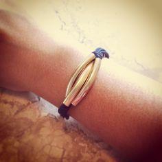 Pulseira 3 Canutilhos Azul Marinho R$ 10,00 Comprimento: 16 cm. A pulseira tem fecho lagosta dourado e corrente extensora de 4cm, assim cabe em todos os tipos de braços. Entregamos para todo Brasil (PAC ou Sedex). Contato: lufbijoux@gmail.com
