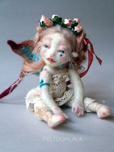 This blog is about art doll making, needle felting, work in progress photography, wools and bits, dolls !