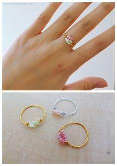 DIY Easy Delicate Twisted Wire Bead Ring Tutorial from Essas Frescurites // tutorial anillo de cuentas y alambre