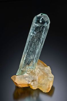 Aquamarine Ice-like aquamarine with beautiful etchings sitting on top of iron stained quartz. Photo: Jeff Scovil Size: 7.3 x 2.2 x 2.1 cm Country: Burma Locality: Sakangyi