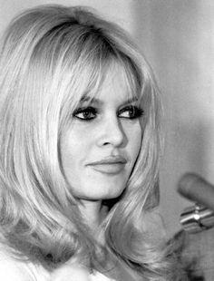 Brigitte-Bardot, sexy hair, smoky eye, nude lip