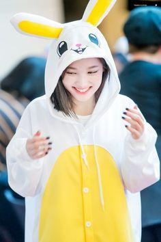 Your so cute in that hoodie Twice Jyp, Twice Once, Kpop Girl Groups, Kpop Girls, Cute Girls, Cool Girl, Nayeon Twice, Im Nayeon, Dahyun