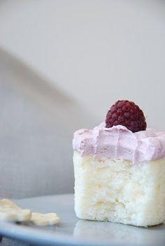 Darjeeling Dreams: Ispahan Cupcakes [Lychee-Rose Cupcakes with Raspberry Meringue Buttercream] Cupcake Recipes, Baking Recipes, Cupcake Cakes, Dessert Recipes, Baby Cakes, Baking Tips, Baking Ideas, Cookie Desserts, Just Desserts