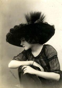 Fashion late 1910s