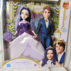 Disney Barbie Dolls, Disney Princess Dolls, Princess Toys, Descendants Mal And Ben, Disney Descendants Dolls, Descendants Costumes, Dove Cameron, Arte Monster High, American Girl Doll Sets