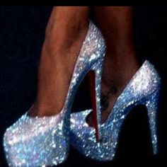 I love sparkly shoes :)
