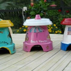 Planning to add a couple little toad houses to the yard this year. This is a very cute and simple idea. Hmmmmmm, gets me thinking.