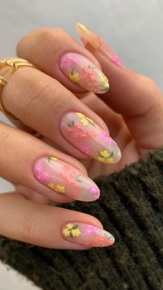 Flower nails by @isabelmaynails | Recreate these flower nails using Kiara Sky products: Main Squeeze, Pink Tutu, Romantic Coral, and Hush Hush | Tap the photo to see more flower nails! Simple Acrylic Nails, Best Acrylic Nails, Simple Nails, Gorgeous Nails, Pretty Nails, Flower Nail Designs, Funky Nails, Fire Nails, Minimalist Nails