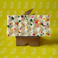 Chocolate Blanco, Chocolate Bars, Cookie Bakery, Handmade Chocolates, Polymer Clay Figures, Artisan Chocolate, Cute Desserts, Sweet Cakes, Truffles