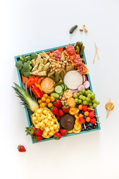 This Ultimate Summer Party Platter on a Budget is perfect for all your summer events! It's a fruit tray veggie tray and meat and cheese board all in one! Meat Trays, Veggie Platters, Party Platters, Veggie Tray, Cheese Trays, Healthy Breakfast Smoothies, Fruit Smoothies, Summer Parties, Summer Events