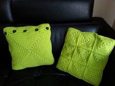 szydełkowe poduski, crochet pillow granny square Crochet Pillow, Granny Squares, Knitted Hats, Burlap, Reusable Tote Bags, Pillows, Knitting, Fashion, Knit Hats