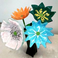 Fused Recycled Glass Flowers Live Course with Jodi McRaney-Rusho Sketching Techniques, Recycled Glass Bottles, Glass Flowers, Different Flowers, Facebook Sign Up, Artist At Work, Design Your Own, Fused Glass, Glass Art