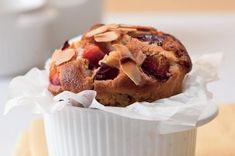 Na víkend: univerzální recept na muffiny   Apetitonline.cz Cupcakes, Breakfast, Food, Yummy Yummy, Ideas, Morning Coffee, Cupcake Cakes, Essen, Eten