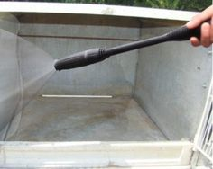 Les clapiers en ciment sont plus faciles à désinfecter et à nettoyer que les clapiers en bois