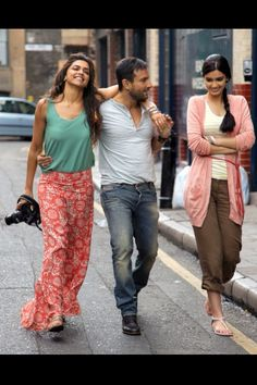 Check out Saif Ali Khan Diana Penty and Deepika Padukone Cocktail Movie Image Photos. More images and updates from cocktail hindi movie on Rediff Pages Bollywood Stars, Bollywood Fashion, Bollywood Actress, Bollywood News, Bollywood Celebrities, Cocktail Movie, Diana Penty, Saif Ali Khan, Plus Size Cocktail Dresses