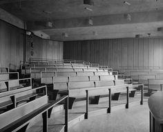 Glasgow School of Art, interior View of Lecture Theatre Glasgow School Of Art, Art School, Lecture Theatre, Interior Architecture, Interior Design, Charles Rennie Mackintosh, Glasgow Scotland, Chicago Restaurants, Arts And Crafts Movement