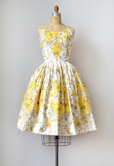 Vintage Sunflower Dress | 1950s l I love the triangular panel from the neckline to the waist