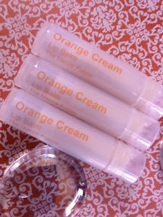 Orange Cream Lip Balm Recipe This can fill 6 or more lip balm tubes. Ingredients: ounces Beeswax ounces Shea Butter, Refined ounces Regular Cocoa Butter ounces Sweet Almond Oil 2 mL Vitamin E Acetate 10 drops Orange Cream Flavor Homemade Lip Balm, Diy Lip Balm, Homemade Beauty, Diy Beauty, Beauty Secrets, Beauty Tips, Homemade Bath Bombs, Best Lip Balm, Lip Balm Recipes