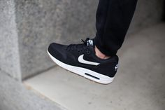 Nike Air max 1 Black-Light Bone Gum - 537383-026