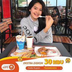 """CipaCips✨ di Instagram """"Makan di #BurgerKing lebih hemat nih! Voucher 100ribu bisa kalian tebus 71ribu aja pakai @travelokaeats! Seneng parahhh! Aku abis makan di…"""" Photo And Video, Eat, Breakfast, Instagram, Videos, Food, Photos, Morning Coffee, Meal"""