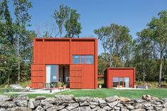 Falu Red, a traditional flour-based paint found all over rural Scandinavia, is used on the pine-slat facades of a small residential compound in Kärna, Sweden, by Bornstein Lyckefors Arkitekter. Red Interior Design, Interior Design Magazine, New Paint Colors, Shelter Design, Sleeping Loft, Built In Desk, Alvar Aalto, Red Interiors, Maine House