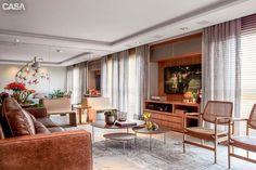 Apartamento contemporâneo com lindíssima Madeira compondo com detalhes em cobre e verde