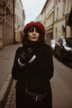 Fashion Tips For Girls Vogue Fashion, Paris Fashion, Winter Fashion, Germany Fashion, Beret Outfit, Style Parisienne, Fashion Tips For Girls, Parisian Chic, Fall Looks
