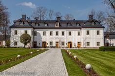 Pałac w Piechowicach wzniesiono w 1725 r. na zlecenie Johanna Martina Gottfrieda – burmistrza Jeleniej Góry.  Dwukrotnie gościł tu król pruski Fryderyk Wielki. Po II wojnie światowej budowla była wykorzystywana przez różne instytucje, aż w 2004 roku stała się własnością potomków dawnych właścicieli. Obecnie jest to 5-gwiazdkowy hotel.