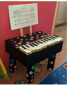 Kids Crafts, Diy And Crafts, Arts And Crafts, Preschool Music, Preschool Activities, Grease Themed Parties, Piano, Homemade Instruments, Music Crafts