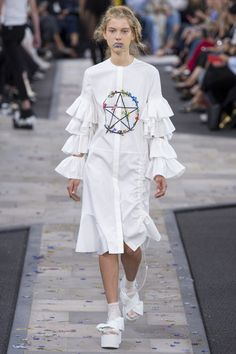 See all the Collection photos from Preen By Thornton Bregazzi Spring/Summer 2017 Ready-To-Wear now on British Vogue Spring Fashion 2017, Fashion Week, Fashion Show, Fashion Outfits, Women's Fashion, Alternative Outfits, Brown Fashion, White Fashion, Winter Outfits