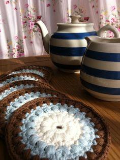 Tea at Weasel's: Crochet coasters....Ta-daaa......