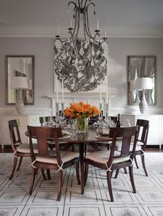 Art can complete the picture. #dining #interior #art