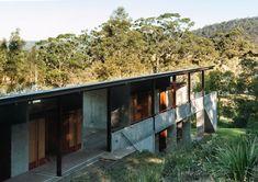 Arthur and Yvonne Boyd Education Center in New South Wales, Australia - Glenn Murcutt via Ximo Michavila Oregon House, Education Center, Small House Plans, Interior Architecture, Centre, Solar, House Styles, Outdoor Decor, Modern