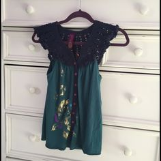 Free people top In great condition. Buttons up. Free People Tops Button Down Shirts