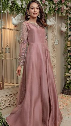 Pakistani Maxi Dresses, Pakistani Frocks, Beautiful Pakistani Dresses, Pakistani Fashion Party Wear, Shadi Dresses, Pakistani Bridal Dresses, Pakistani Dress Design, Indian Dresses, Fancy Dress Design