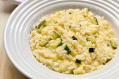 Zucchini's risotto is a creamy vegetarian risotto made with fresh zucchini, onions and freshly grated Parmigiano Reggiano. Learn how to make the perfect risotto in 25 minutes. Italian Pasta Recipes, Gnocchi Recipes, Best Italian Recipes, Risotto Recipes, Zuchinni Recipes, Veggie Recipes, Veggie Food, Szechuan Recipes, Risotto