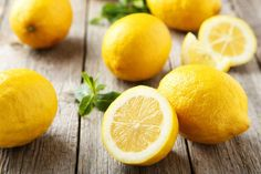 The lemon is a very healthy fruit that is loaded with vitamin C and fiber. Here are 6 ways that lemons can improve your health. Drinking Warm Lemon Water, Getting Rid Of Dandruff, Lemon Oil, Lemon Essential Oils, Healthy Fruits, Healthy Food, Healthy Recipes, Natural Treatments, Health Tips