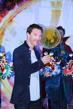 Benedict Cumberbatch and Tilda Swinton joined director Scott Derrickson and producer Kevin Feige for a Doctor Strange Hong Kong event on Friday. Avengers Fan Art, Avengers Quotes, Avengers Imagines, Avengers Cast, Marvel Avengers, Avengers Pictures, Benedict Cumberbatch Sherlock, Avengers Wallpaper, Doctor Strange