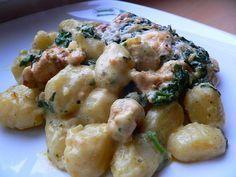 Toto jídlo je naše oblíbené z jedné pizzerie a tak jsem si po několikanásobném prozkoumání při konzumaci řekla, že jej zkusím udělat i doma... a povedlo se tak, že manžel byl naprosto nadšený... takže snad bude chutnat i vám :-) Czech Recipes, Ethnic Recipes, How To Cook Potatoes, Gnocchi, No Cook Meals, Pasta Salad, Potato Salad, Chicken Recipes, Food Porn