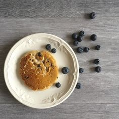 Recette de Pancake délicieux et moelleux sans beurre et sans lait ! 🥞😋⠀ ⠀ Aaaaa les Pancake, que ce soit nature, aux myrtilles ou avec du sirop d'érable, à la maison on adore ça ! Alors voici une recette simple et délicieuse mais sans oeufs, sans beurre et sans lait de vache et basse en indice glycémie, car sans sucres raffiné ! ⠀ ⠀ Mais alors, il y a quoi dans cette recette ?!😏Le lien direct est dans la bio ;) ⠀ ⠀ Le week-end, on aime prendre le temps pour faire des gâteaux, des biscuits…