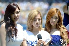 SD-Taeyeon-Tiffany-Sunny-LA-Dodgers-Stadium-