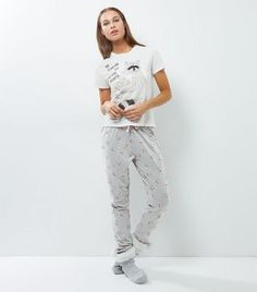 - 1 t-shirt and 1 pair of joggers included- 'Did Someone Say Movie Night?' slogan T-shirt- Racoon printed front- Rounded neckline- Simple short sleeves- Popcorn print joggers- Elasticated waist- Cuffed hem- Soft cotton blend- Casual fit that is true to size