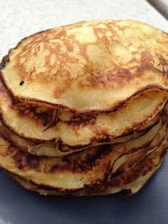 Mes petits loulous avaient envie de pancakes pour le goûter pendant les vacances. J'avais dans la tête de les faire avec de la pomme... Après quelques recherches sur internet, j'ai mixer 3 recettes !! Pour 10 pancakes 1 pp / pancake (weight watchers)...