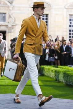 Berluti Spring Summer Menswear 2014 Paris Can you see me in this for Derby ! Dandy, Yellow Blazer, Live Fashion, Mens 20s Fashion, Men's Fashion, Poses, Mode Style, Men Looks, Stylish Men