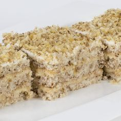 Kiev torte is a very special cake among hazelnut meringue cakes. The authentic recipe of this cake, commercially manufactured for many years and still in production in many cities, is readily avail… Gluten Free Cakes, Gluten Free Desserts, Gluten Free Recipes, Hazelnut Meringue, Meringue Cake, No Sugar Diet, Low Carb Pizza, Russian Recipes, Sweet Desserts