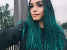 Black to blue ombre hair. Manic panic's vegan 'Voodoo Blue' . Mermaid blue-green ombre.
