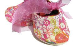 Floral ''Bouquet baby booties for a baby girl by bootki on Etsy #hepteam