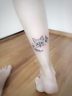 What is the meaning of a cat tattoo pattern? Cute Girl Tattoos, Pretty Tattoos, Beautiful Tattoos, Cool Tattoos, Cat Tattoo Designs, Small Tattoo Designs, Small Tattoos, Cat Face Tattoos, Aesthetic Tattoo